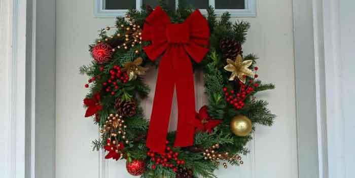 Новогодний венок на дверь, или как сделать венок на Рождество своими руками?