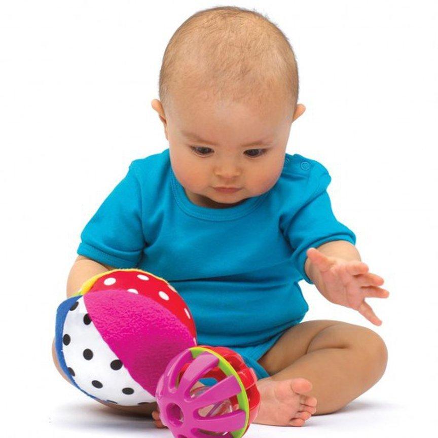 Что значит играть с годовалым малышом в мяч?