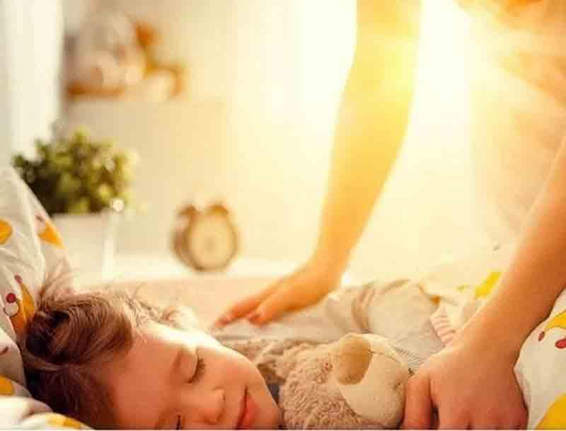 Как разбудить ребенка утром